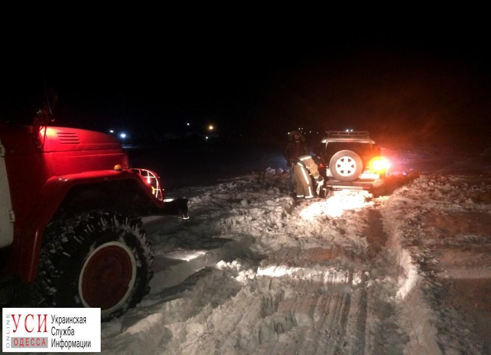 В снежные заносы попало 78 человек (фото) «фото»