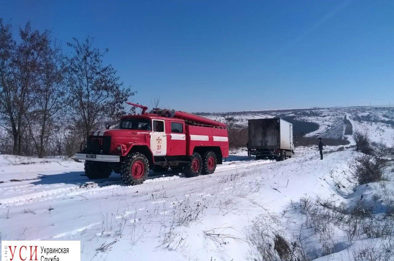 Сотрудники ГСЧС спасли 12 человек, застрявших в снегу: двое из них дети «фото»