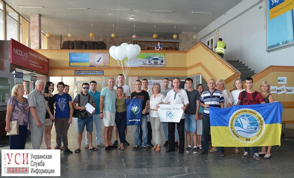 В Одессу вернулись 15 моряков, которые полтора года сидели на борту арестованного судна в Омане (фото) «фото»