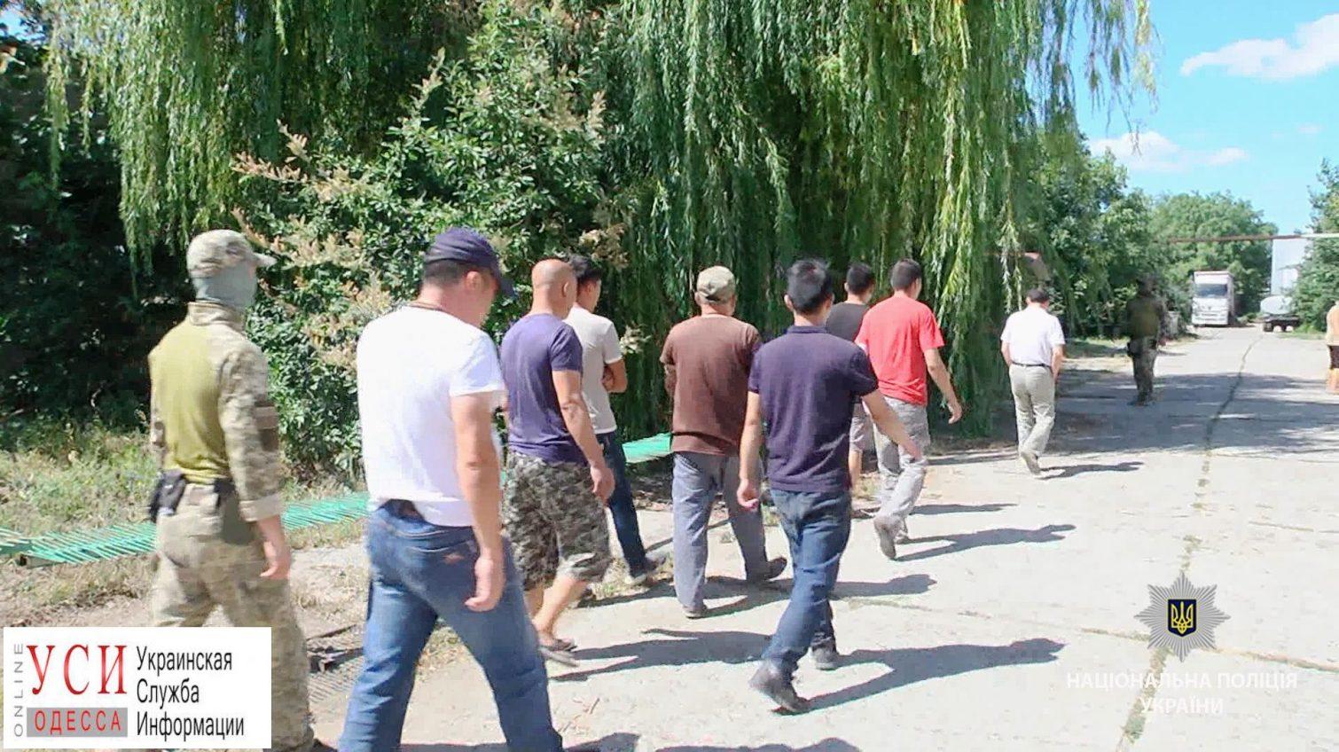 Нелегалов из Китая и Казахстана поймали на заводе в Овидиопольском районе (фото) «фото»