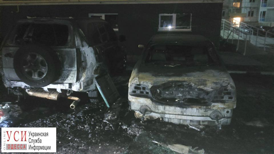 В Молодежном полностью сгорели две машины (фото, видео) «фото»