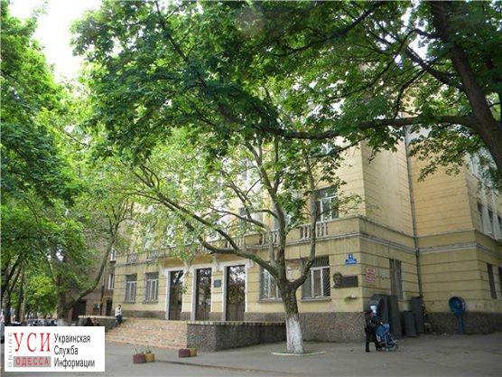 В Одесской школе ищут пустоты на месте провала грунта «фото»