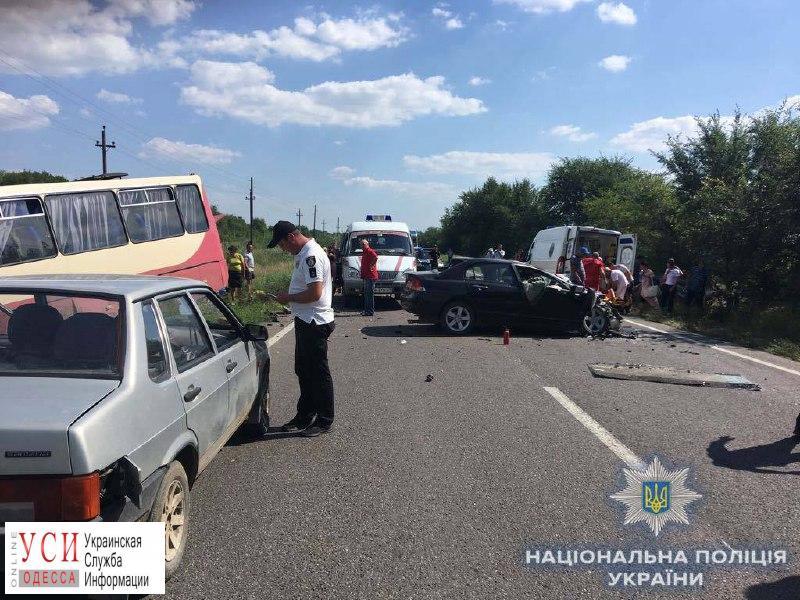 Легковой автомобиль столкнулся с пассажирским автобусом на трассе Одесса — Рени: один человек погиб, семеро пострадали (фото) «фото»