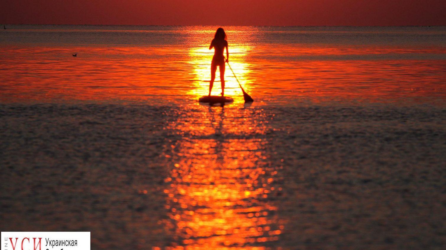Яркое пламя над водой: рассветы уходящего лета в Одессе (фоторепортаж) «фото»