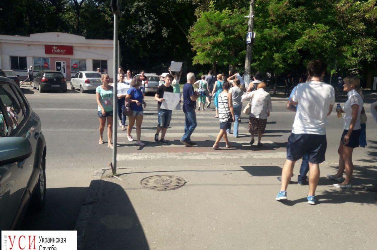 Люди перекрыли дорогу на Генерала Петрова (фото) «фото»