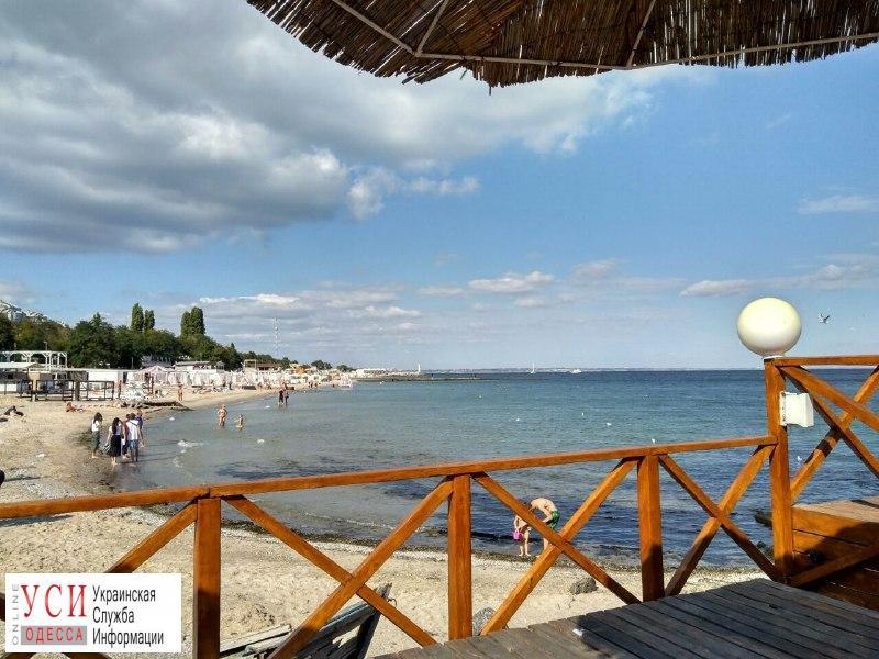Бархатный сезон: одесские пляжи покинули туристы и заполнили одесситы (фоторепортаж) «фото»
