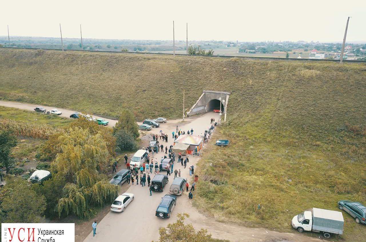 Шестой день перекрытия аварийной дороги: активисты обратились к губернатору Одесской области «фото»