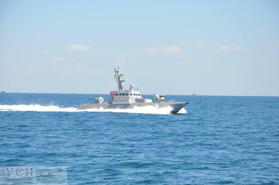 Катера РФ открыли огонь по украинским кораблям, есть раненый «фото»