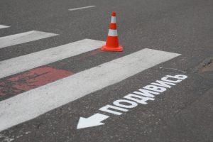В Одессе на дорогах нанесли надписи, которые помогут сохранить жизнь
