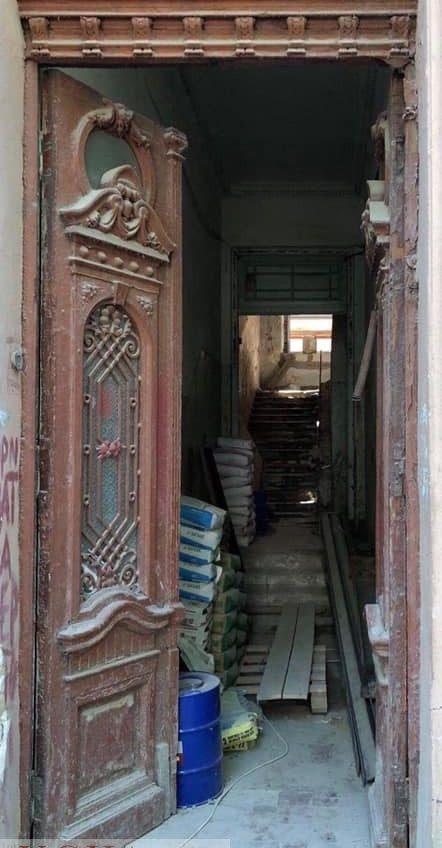 «Дверной скандал»: в Одессе за 9 миллионов гривен купили особняк в центре города, но сэкономили на реставрации старинной двери (фото) «фото»