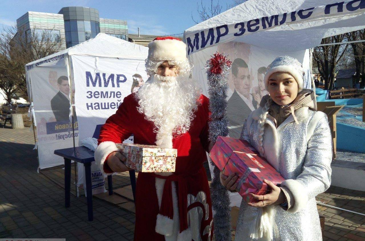Рождество в Бессарабии: в Арцизе людей со сцены поздравил Киссе, а в Татарбунарах раздают секонд-хенд от Дубового (фото) «фото»
