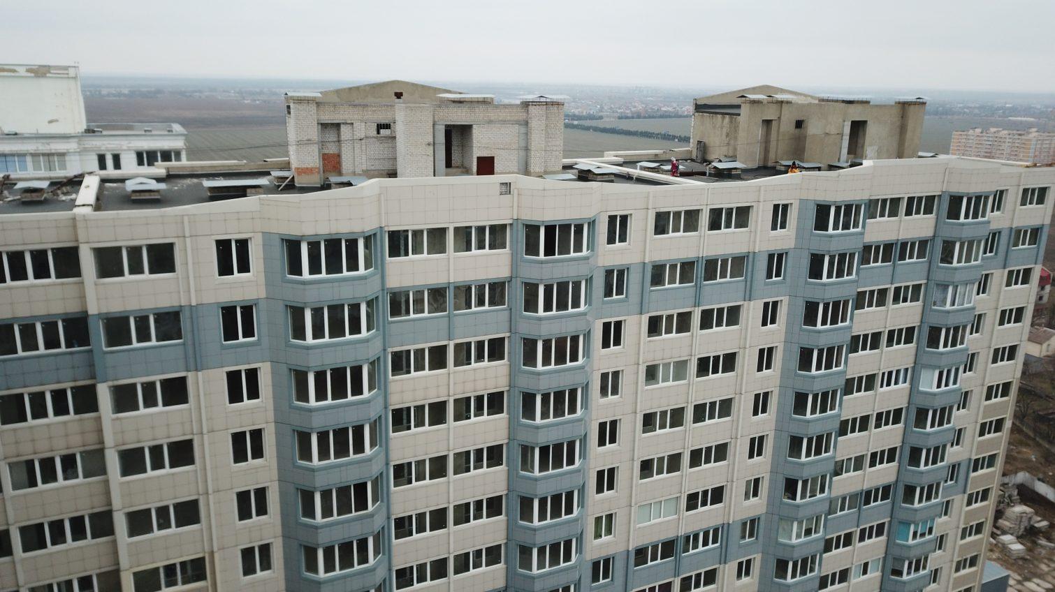 «Дом-призрак»: как выживают и борются за нормальное существование жильцы брошенной высотки «Стройтехснаба» в Черноморске «фото»