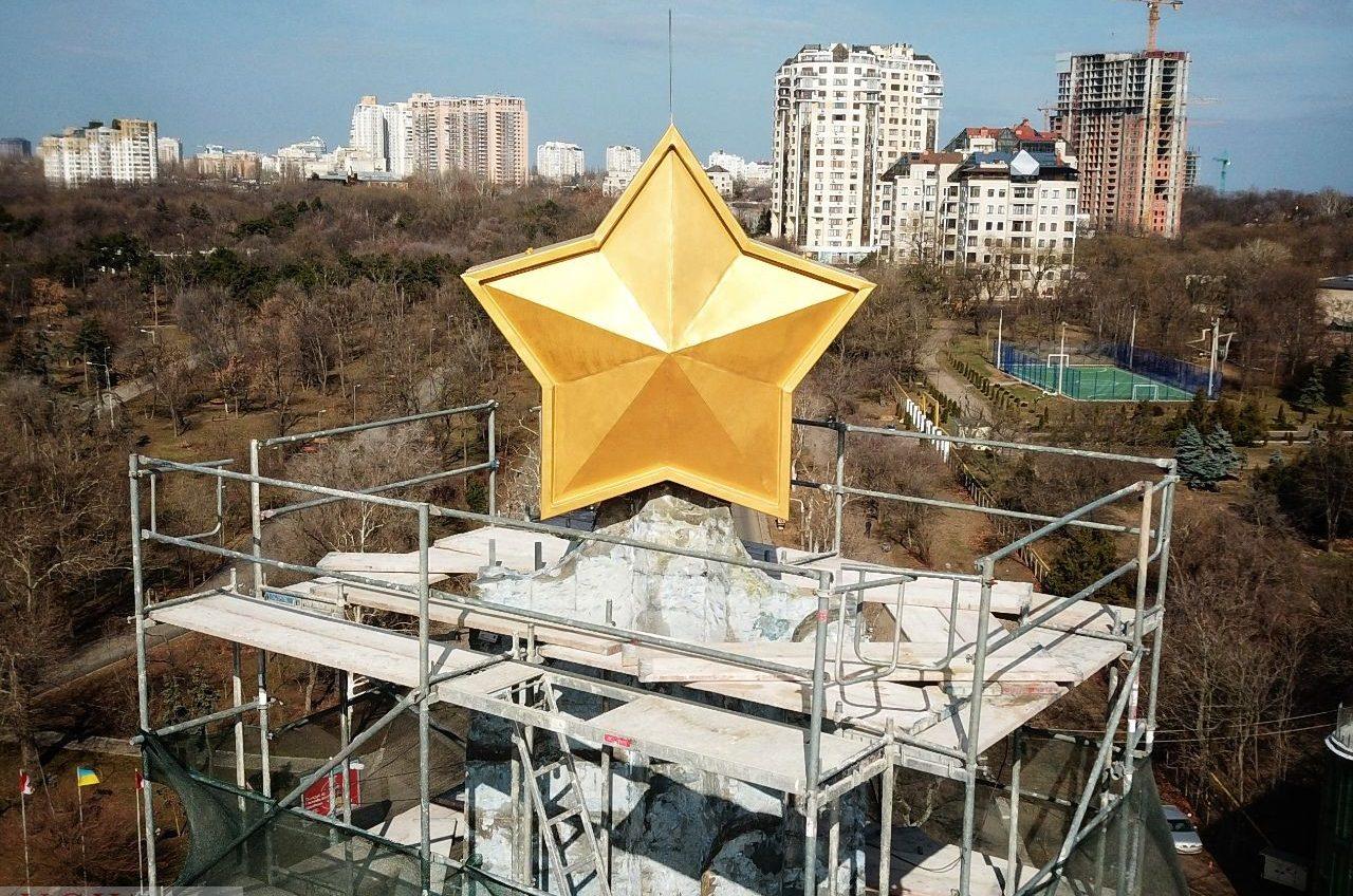 Обелиск «Крылья победы» обещают открыть к 10 апреля: но пока он не блестит (фото) «фото»