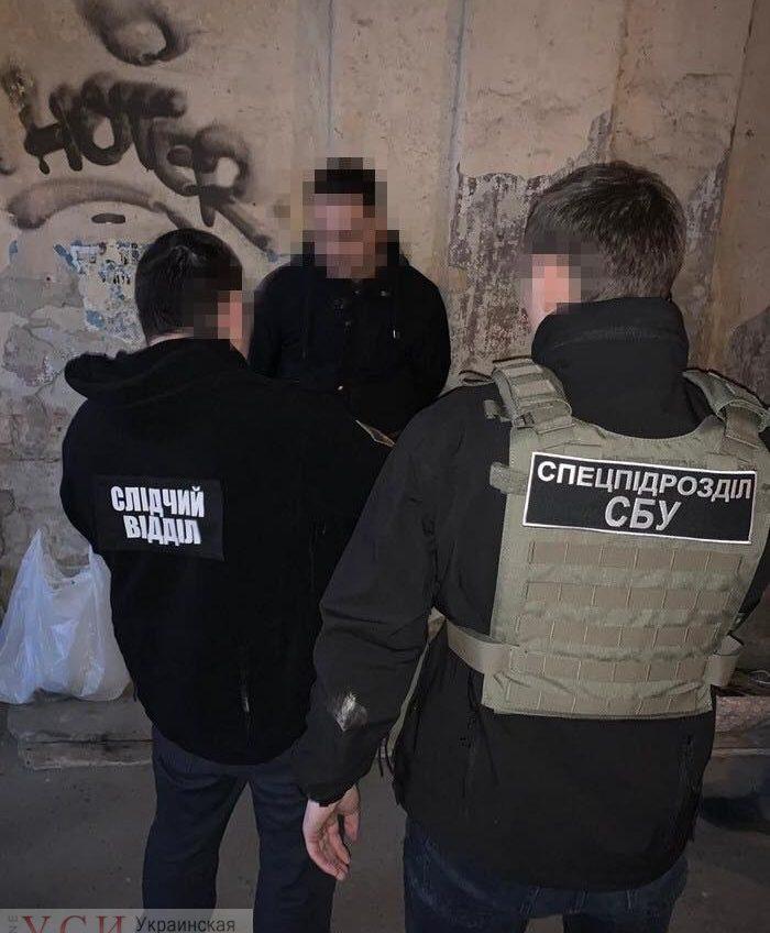 СБУ поймала одесского таможенника и его подручного за взятки за растаможку «евроблях»  (фото) «фото»