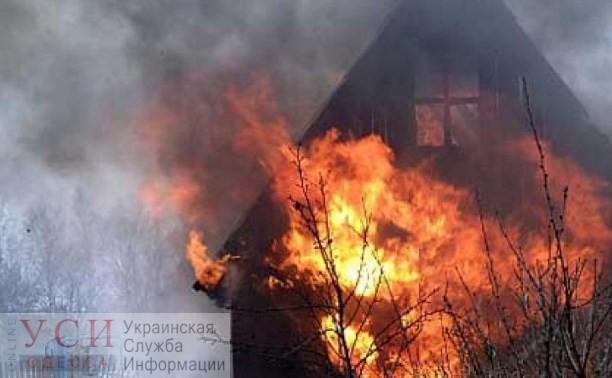 Пожар на площади Тобухина — у троллейбусной остановки горел заброшенный дом «фото»