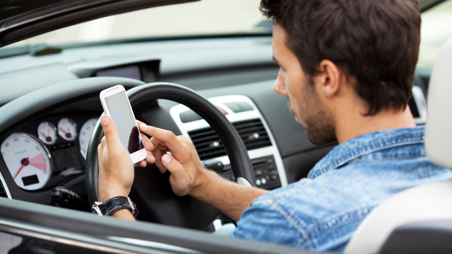 Одесские водители теперь могут предъявлять страховой полис с экрана гаджета «фото»