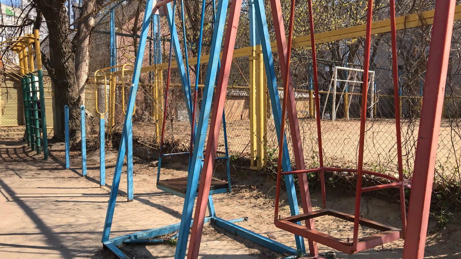 «Крылатые качели»: состояние детских площадок в Приморском районе (фоторепортаж) «фото»