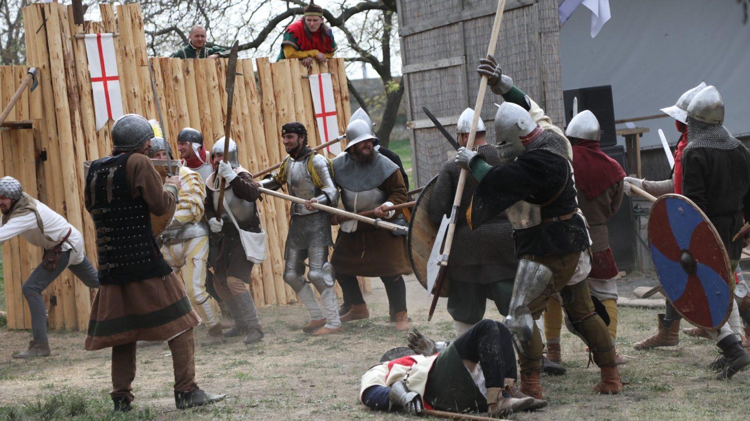 Аккерманскую крепость с артиллерией и мечами «штурмовали» рыцари (фоторепортаж) «фото»