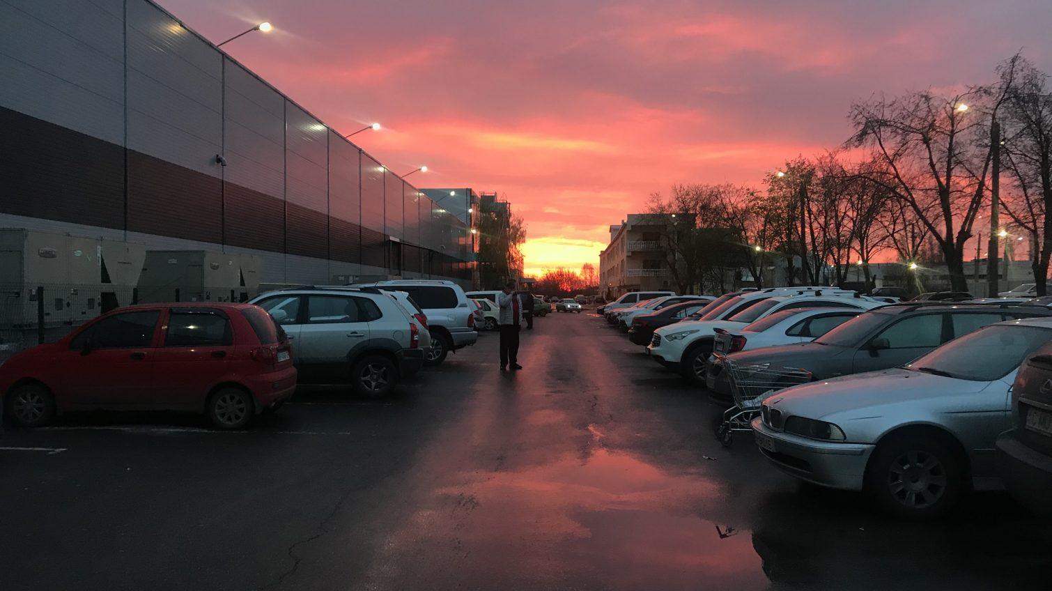 Алое вечернее небо Одессы после дождливого дня (фото) «фото»