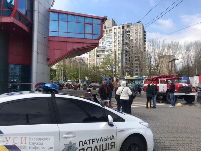 В одесскую полицию сообщили о минировании торгового центра «Панорама» на Таирова (фото, видео) «фото»