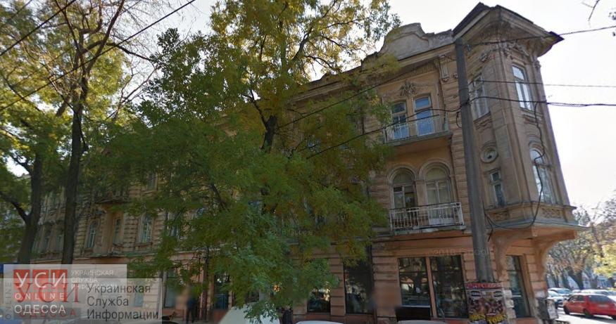 В Одессе приватизируют значительную часть особняка на Троицкой, где не так давно уничтожили исторические двери «фото»