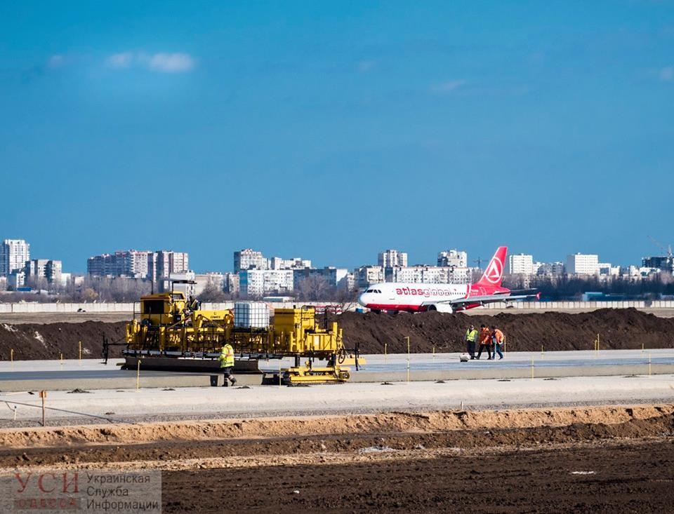 Половина взлетно-посадочной полосы Одесского аэропорта уже готова, — Омелян (фото) «фото»