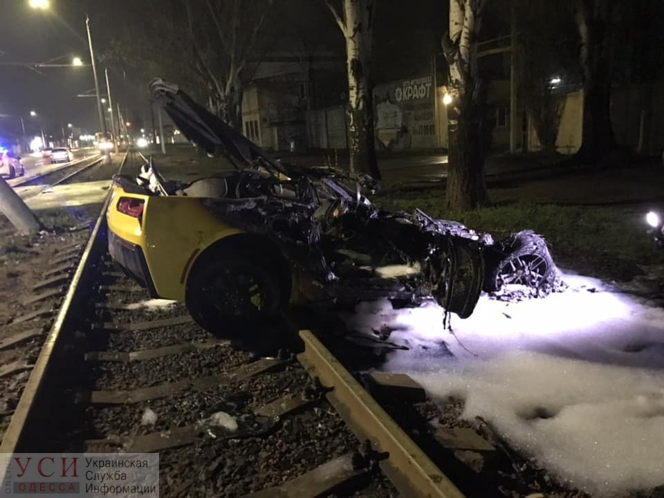 Авария на Николаевской дороге: загоревшийся спорткар выкинуло на трамвайные пути, водитель чудом остался жив (фото) «фото»