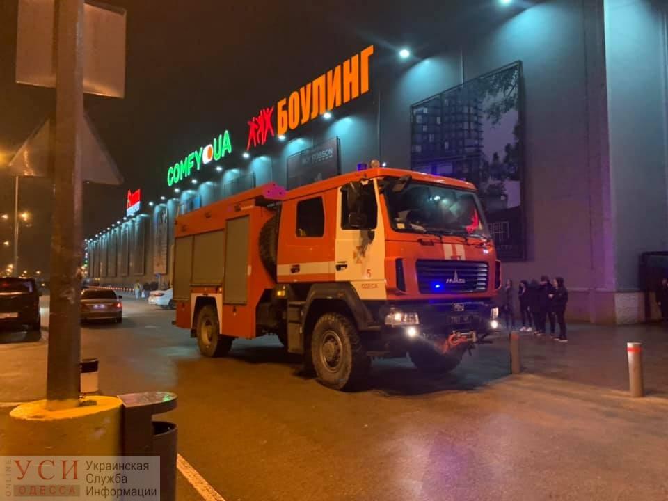 В Одессе из торгового центра Ривьера эвакуировали людей (фото, видео) ОБНОВЛЕНО «фото»