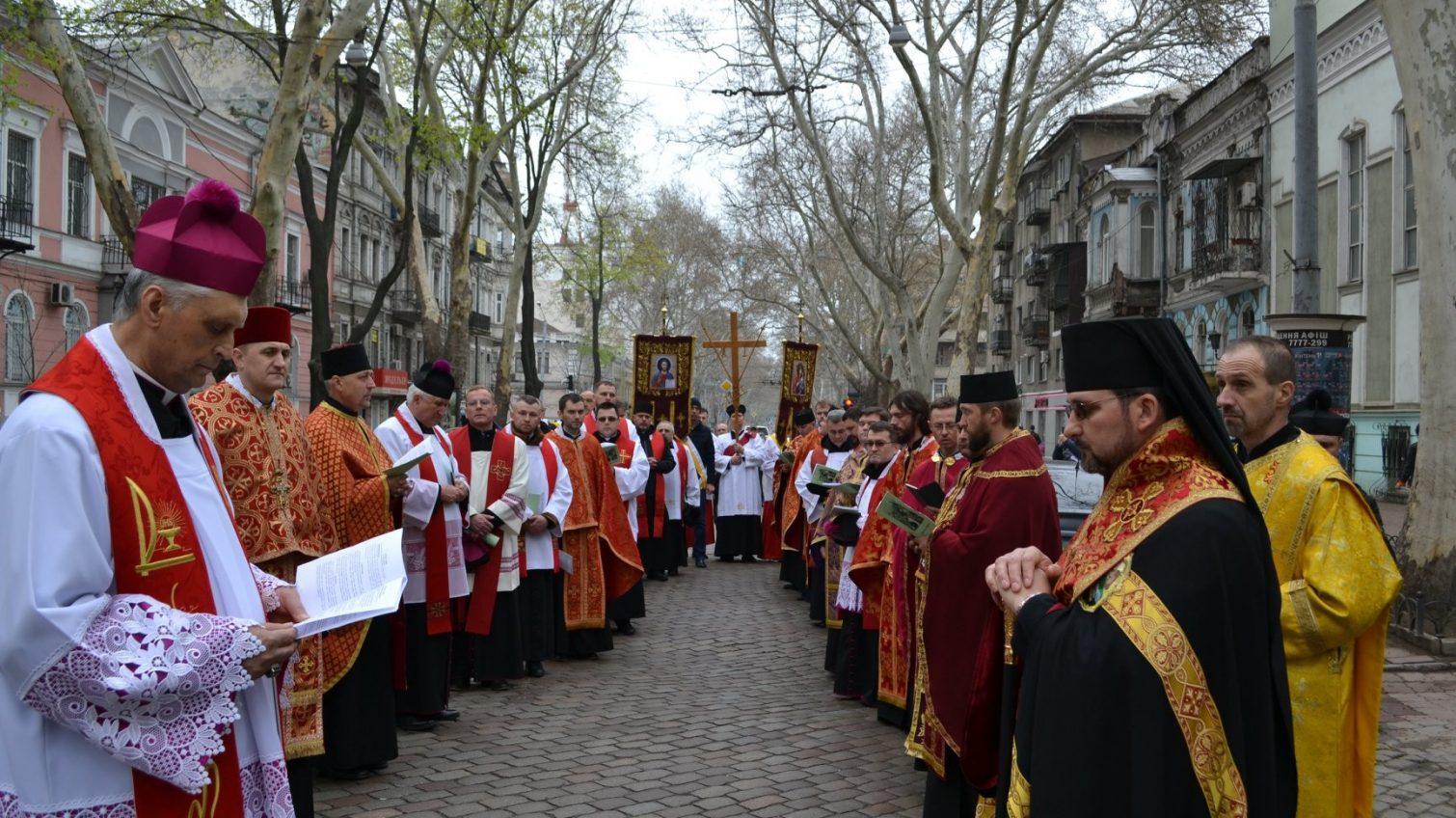 В Одессе крестный ход объединил христиан трех конфессий (фото) «фото»