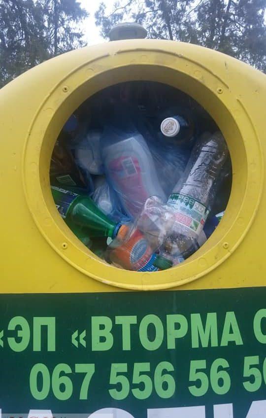 В парке Шевченко переполнены эко-боксы для пластика, в компании говорят, что виноваты дворники «фото»