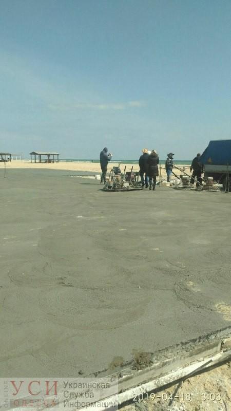 В Затоке огромный участок пляжа все-таки закатали в бетон (фото, видео) «фото»