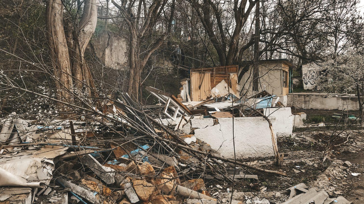 Стройка на «Чкаловском» еще не началась: остовы санаторных домиков спустя 3 месяца после «зачистки» (фото) «фото»