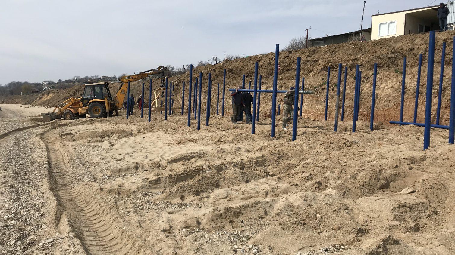 Пляж за 411-й батареей начали освобождать от незаконной застройки (фото, видео) «фото»