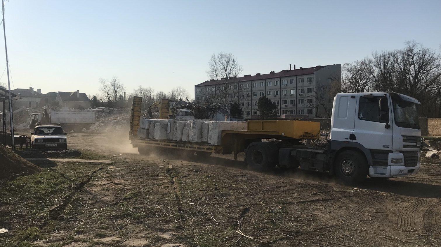 На Фонтане появится новая стройка – рабочие расчищают участок на месте бывшего санатория «Якорь» (фото) «фото»