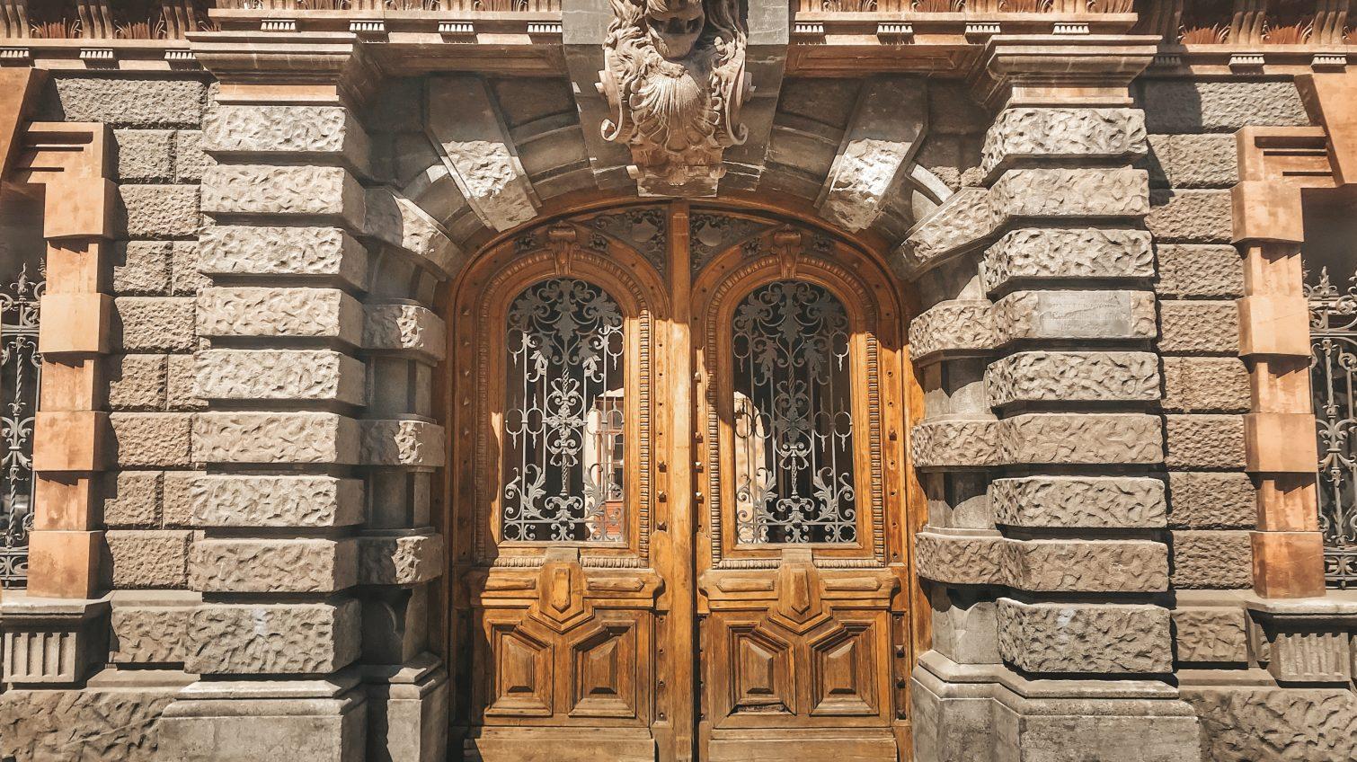 Старинные двери, украшающие фасады центра Одессы (фото, карта) «фото»