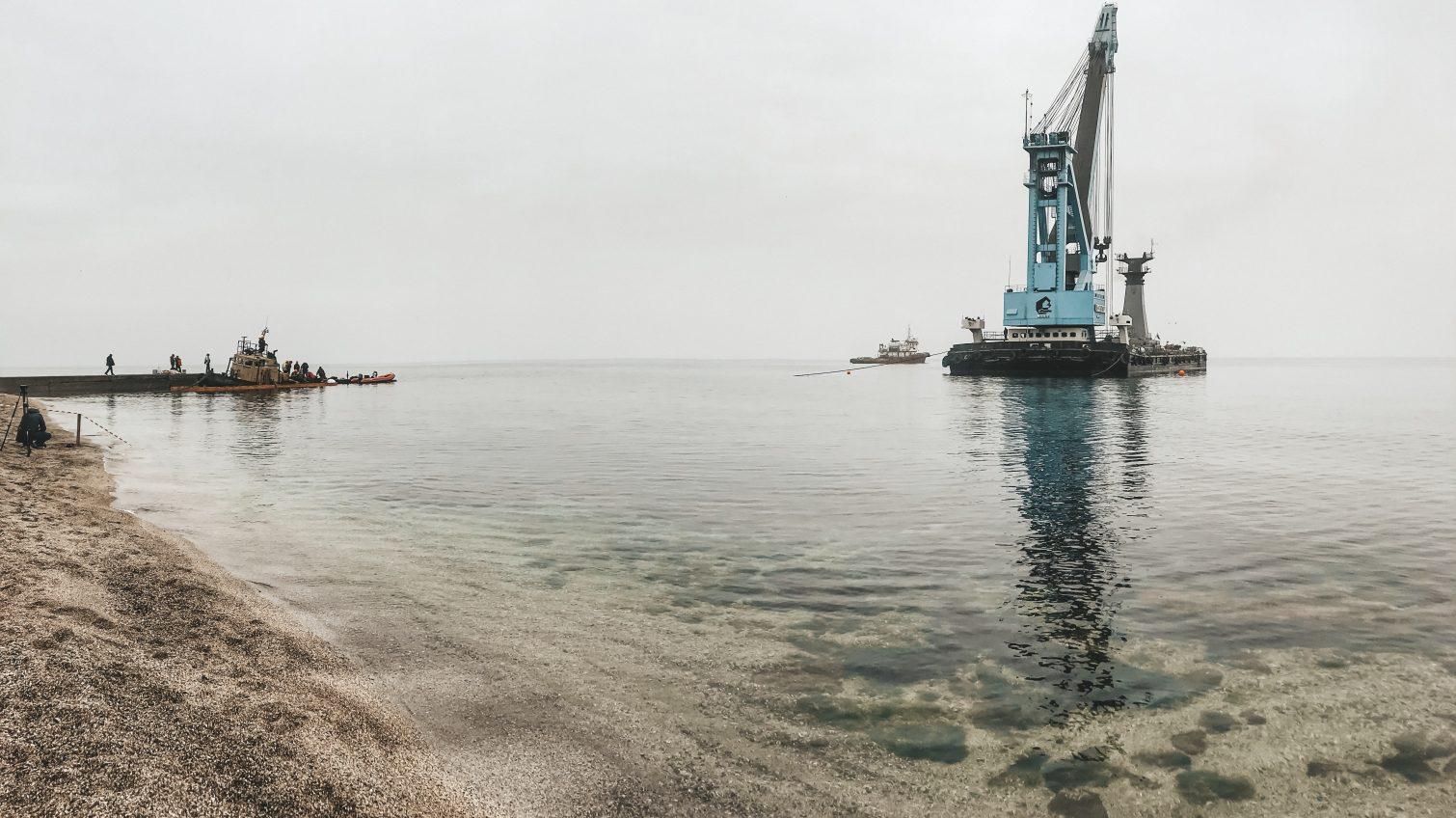Буксир «Парралель» начали оттаскивать с пляжа «Дельфин»: его уберут в течение суток (фото, видео) ОБНОВЛЕНО «фото»