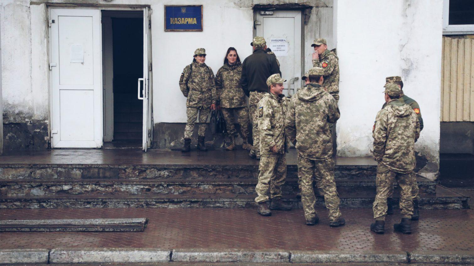 Не фронтовые будни бойцов одесской 28-й мехбригады (фоторепортаж) «фото»