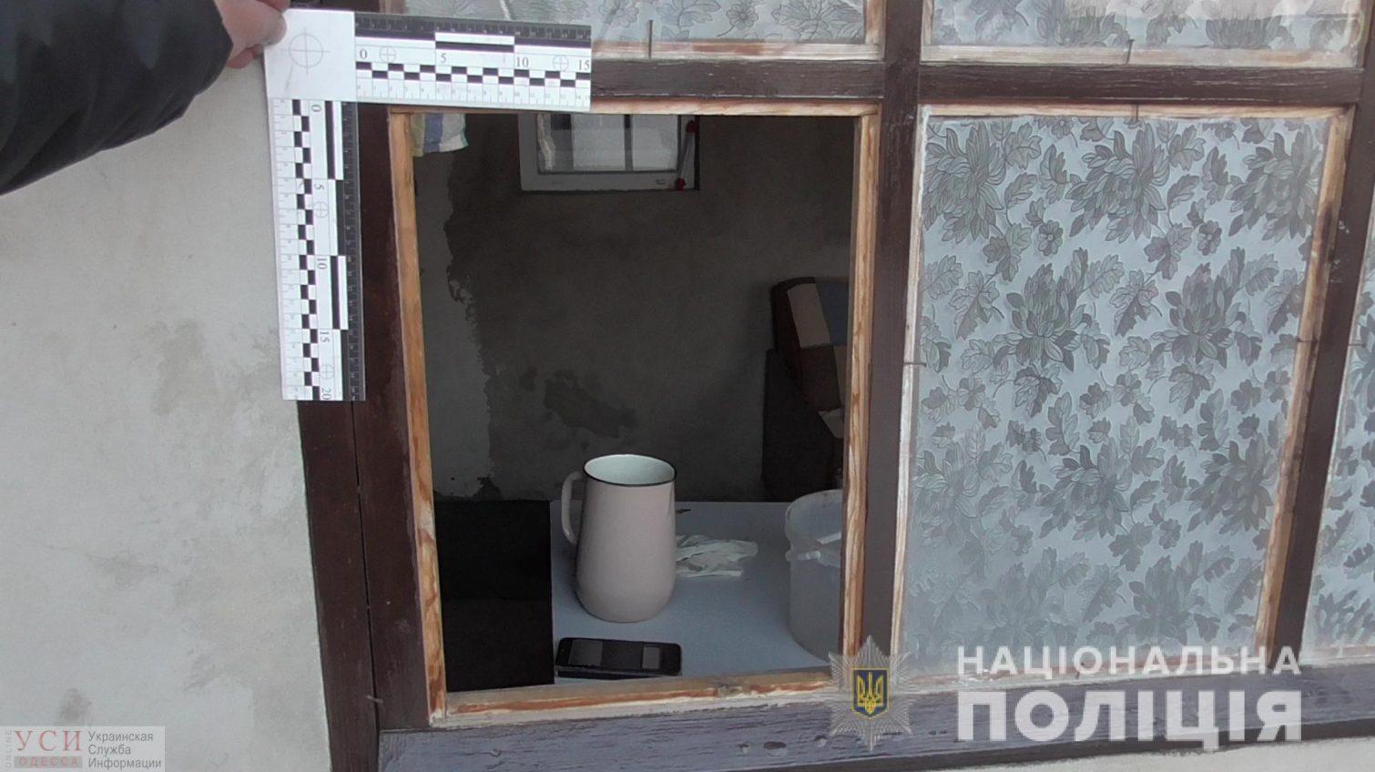 В Тарутинском районе грабители в масках ворвались в дом пенсионерки и забрали 10 тысяч долларов (фото) «фото»