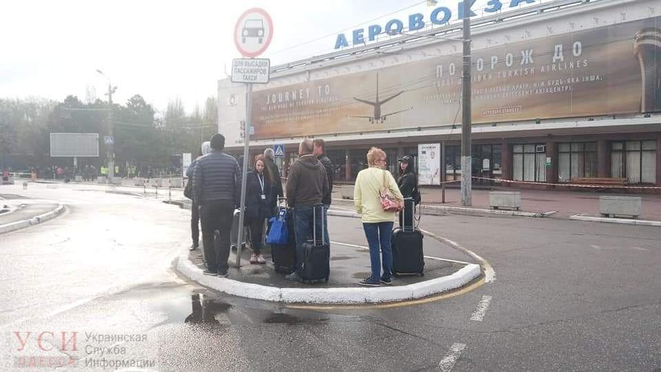 Взрывотехники ищут бомбу в Одесском аэропорту (фото) «фото»