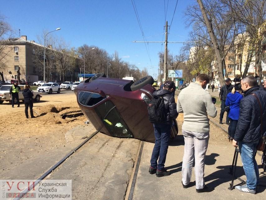Машину подбросило в воздух, как пушинку: появилось видео взрыва на Фонтанской дороге (видео) «фото»