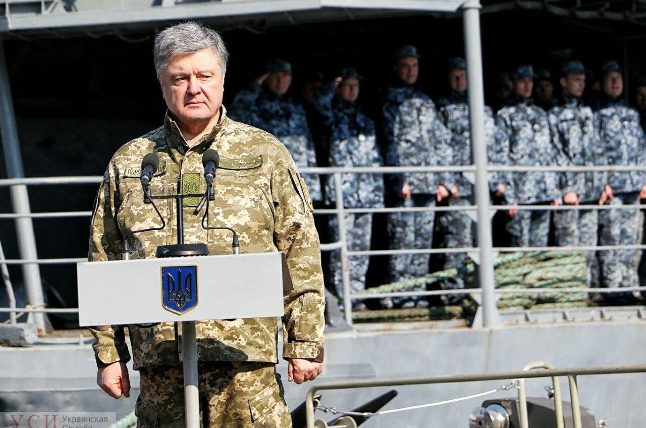 В Одессу прибыл президент Петр Порошенко, чтобы встретиться с военными моряками и семьями пленных (фото, трансляция) «фото»