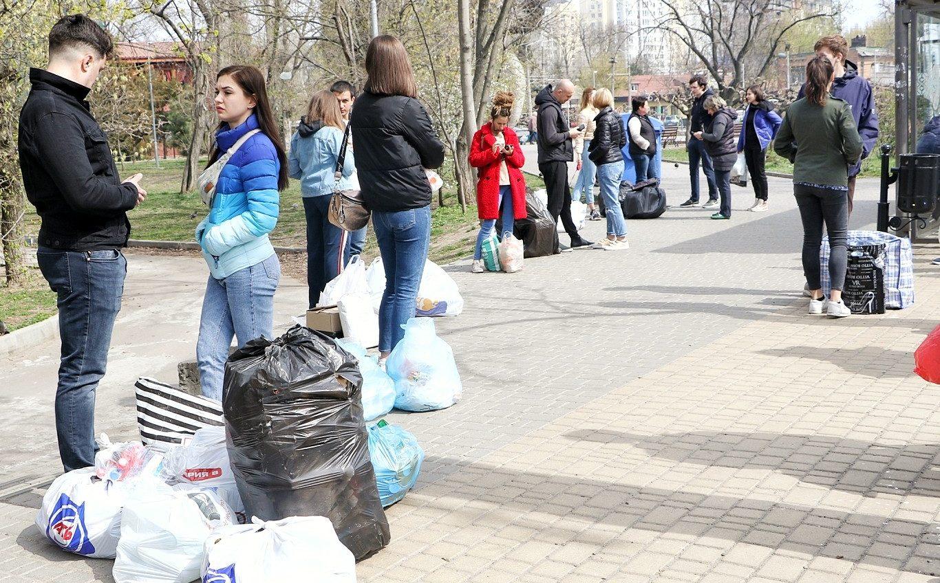 Волонтеры экомаршрута собрали отсортированный мусор на переработку (фото) «фото»