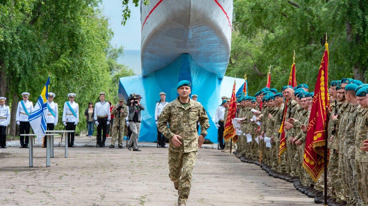 Одесской бригаде морских пехотинцев вручили боевое знамя и награды (фото) «фото»