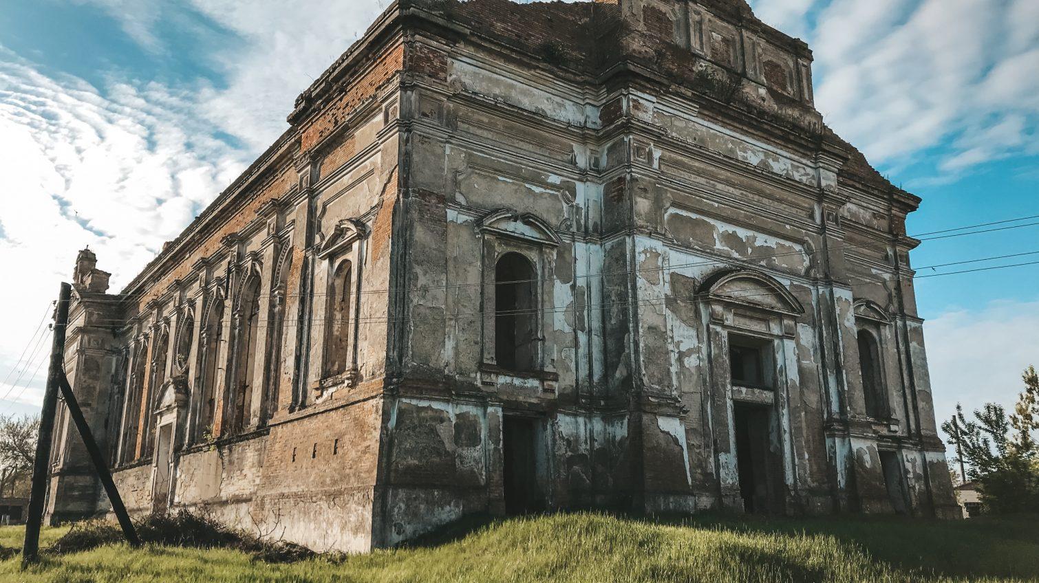 Руины католического собора в Одесской области, который так и не дождался реставрации (фоторепортаж) «фото»