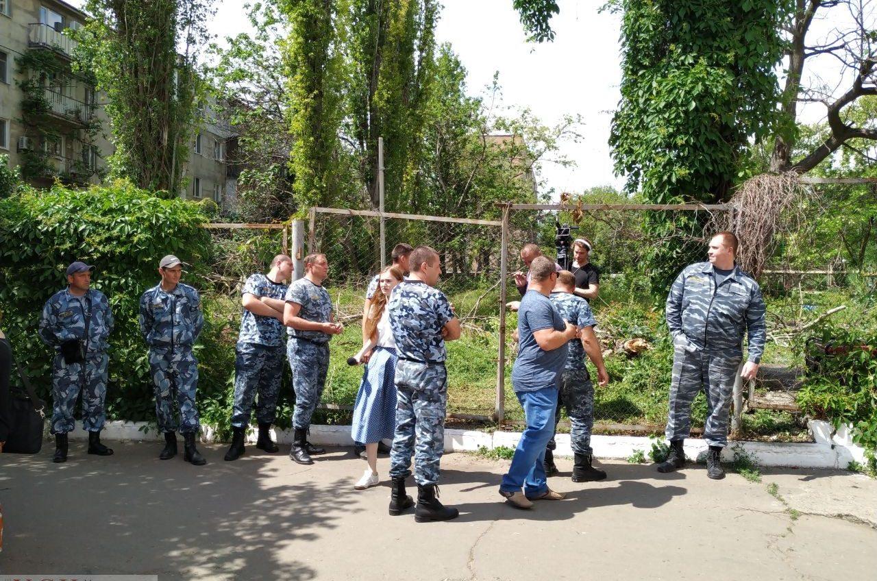 На территории университета Мечникова рейдеры пытаются захватить землю под застройку (фото) «фото»