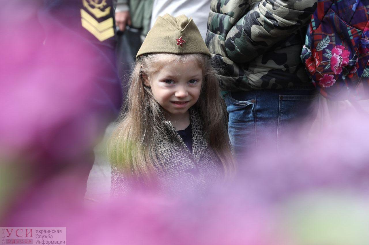 День Победы в деталях: как одесситы цветы возлагали (фото) «фото»