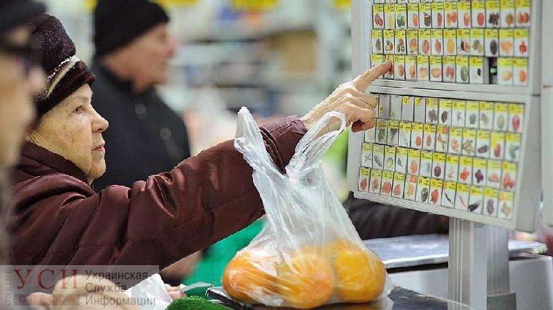 Украинцы обеднели: покупательная способность работающих упала, а пенсионеров — возросла, — эксперт «фото»