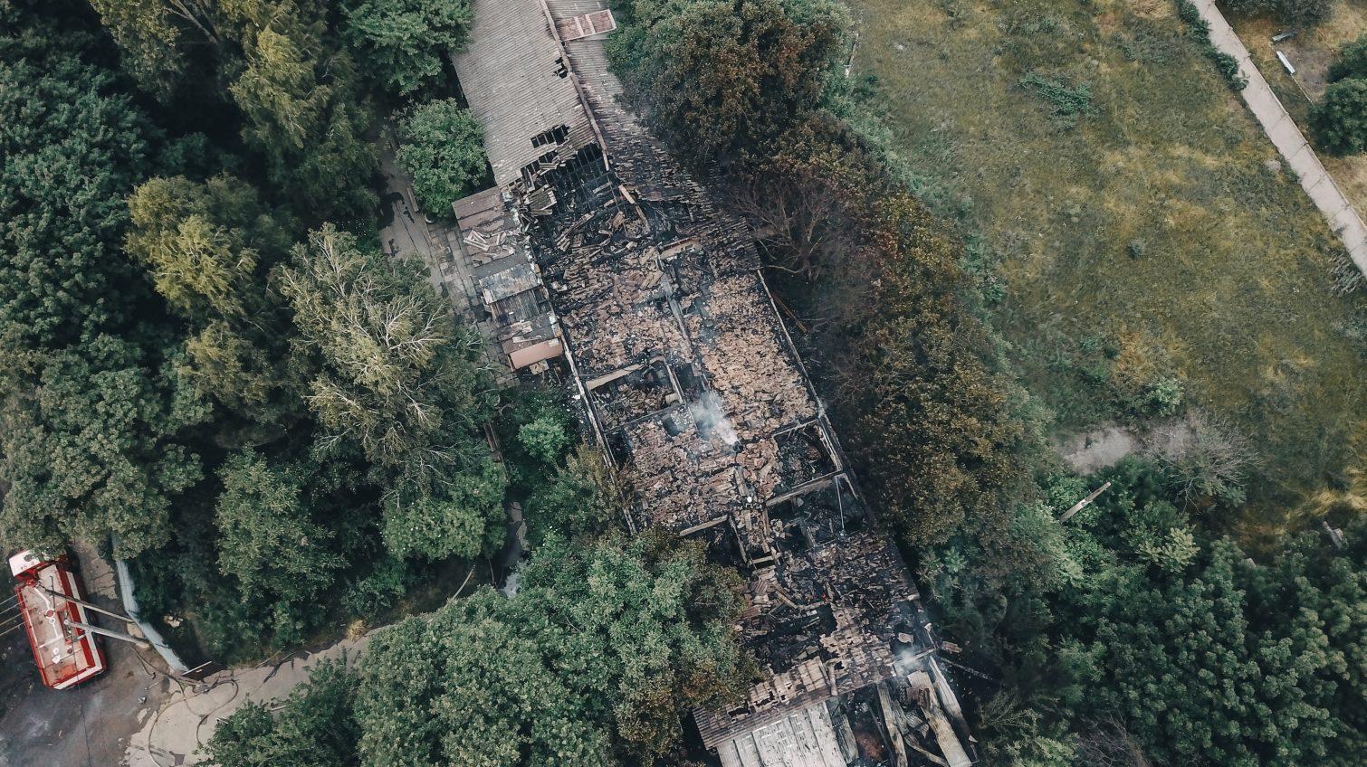 Сотрудники ГСЧС продолжают тушить пожар в психбольнице на Слободке (фото) «фото»