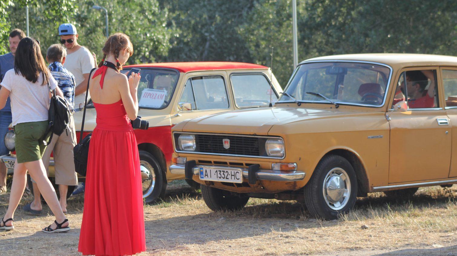 Коллекция проигрывателей, старинные сервизы и винтажные авто: в Одессе открылся ретро фестиваль (фоторепортаж) «фото»