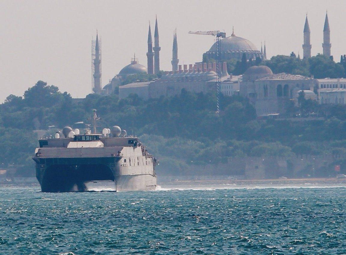 В Одессу зашел уникальный высокоскоростной десантный корабль ВМС США «фото»
